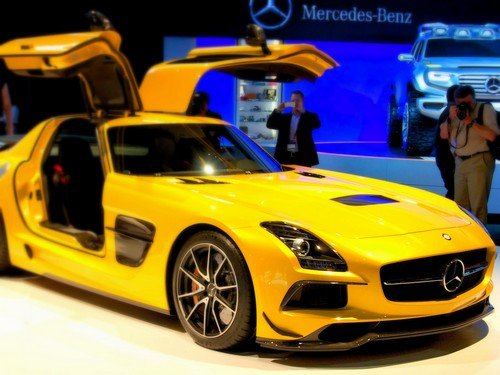 Rank 3 daimler top 10 automobile companies in the world for Mercedes benz marketing mix