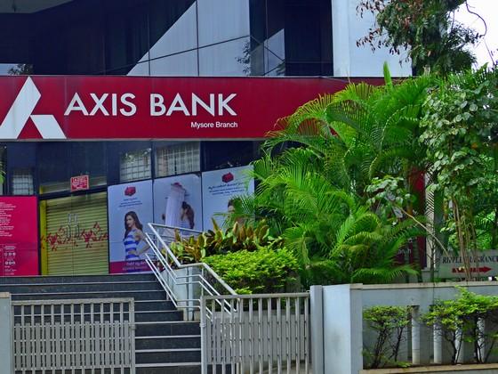 axis bank back office in mumbai