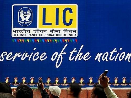 LIC (Life Insurance Corporation of India) Marketing Mix ...